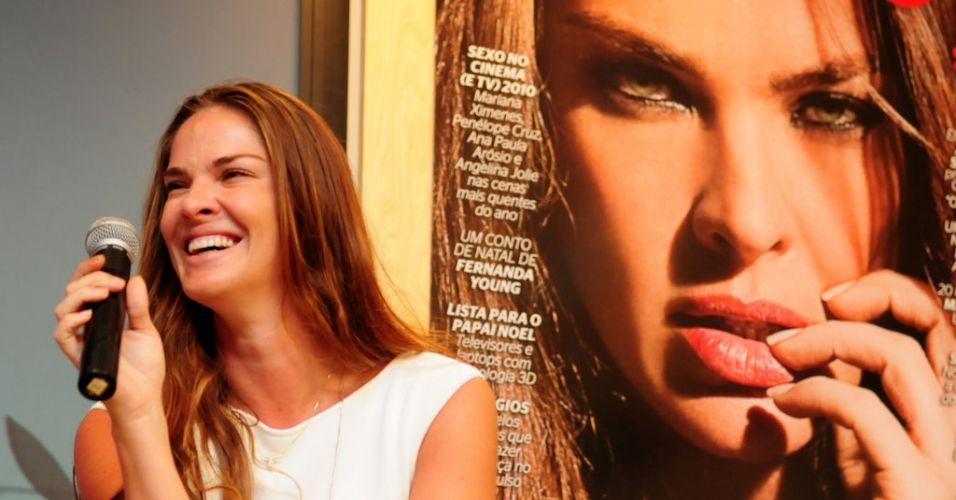 A modelo Letícia Birkheuer participa da coletiva de imprensa da revista