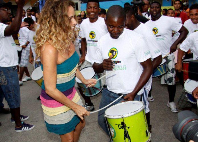 A cantora Daniela Mercury ensaia para o show do Réveillon da Praia de Copacabana, no Centro Cultural Waly Salomão, em Vigário Geral, no Rio de Janeiro (28/12/2010)