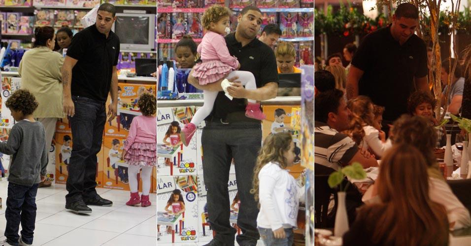 Adriano passa tarde com os filhos e passeia com eles em shopping no Rio de Janeiro. Em abril, o jogador de futebol rompeu o tendão de Aquiles e ficará pelo menos cinco meses afastado dos gramados (16/6/11)