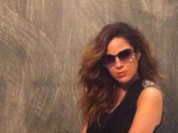 Wanessa Camargo, grávida de três meses, faz ensaio para uma marca de óculos e publica foto no Twitter (1/9)