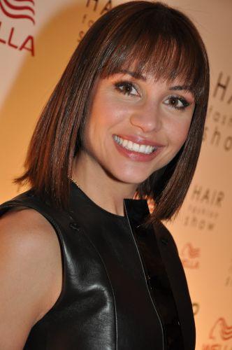 Ex-BBB Maria exibe novo corte de cabelo no evento