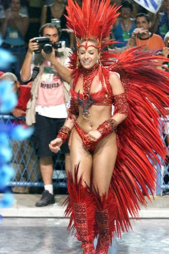Apaixonada por Carnaval , a apresentadora esteve diversas vezes na passarela como rainha de bateria. Em 2002, no Rio de Janeiro, desfilou pela Portela (foto) e já foi rainha da Unidos da Tijuca por cinco anos consecutivos (12/2/02)
