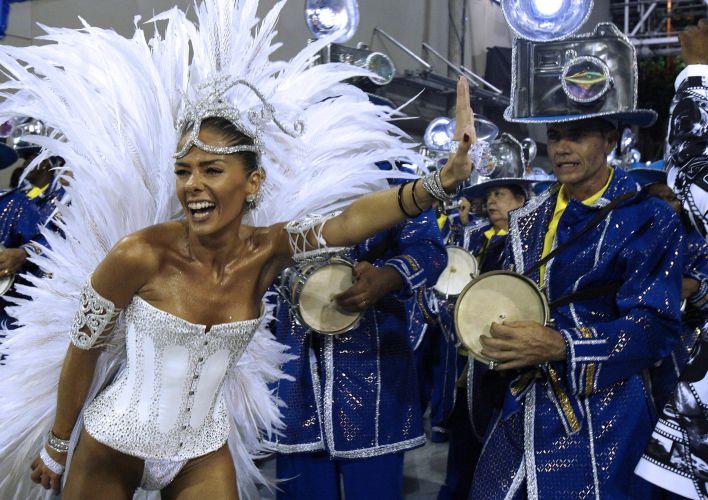 Galisteu estreia como rainha da bateria da Unidos da Tijuca, no Carnaval do Rio de Janeiro. Ela desfilou com mil microlâmpadas espalhadas pela fantasia (19/2/07)