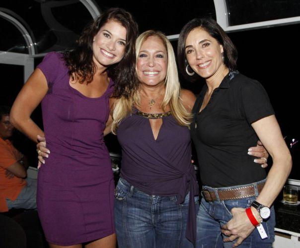 As atrizes Alinne Moraes, Susana Vieira e Christiane Torloni posam para foto antes do show de Amy Winehouse no Rio de Janeiro (10/1/11)