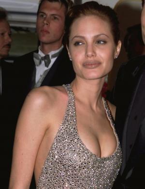 No 56º Globo de Ouro, quando ganhou melhor atriz em filme para TV, por