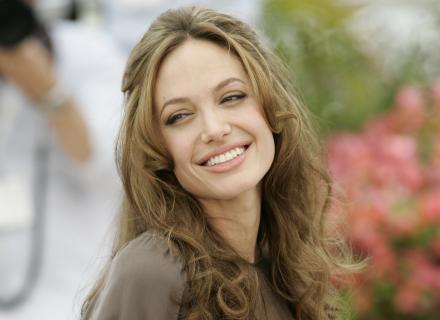 Angelina divulga