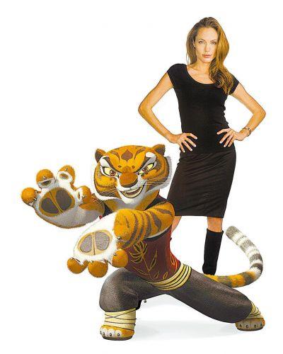Angelina Jolie posa ao lado de tigresa que dublou no filme