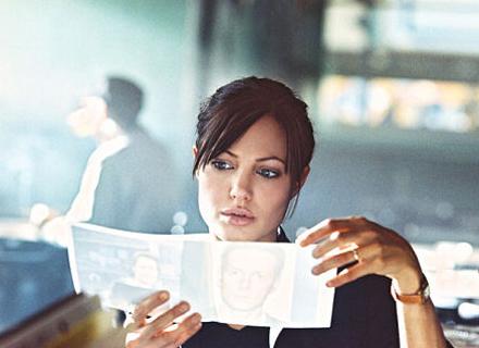 Jolie vive uma agente do FBI em