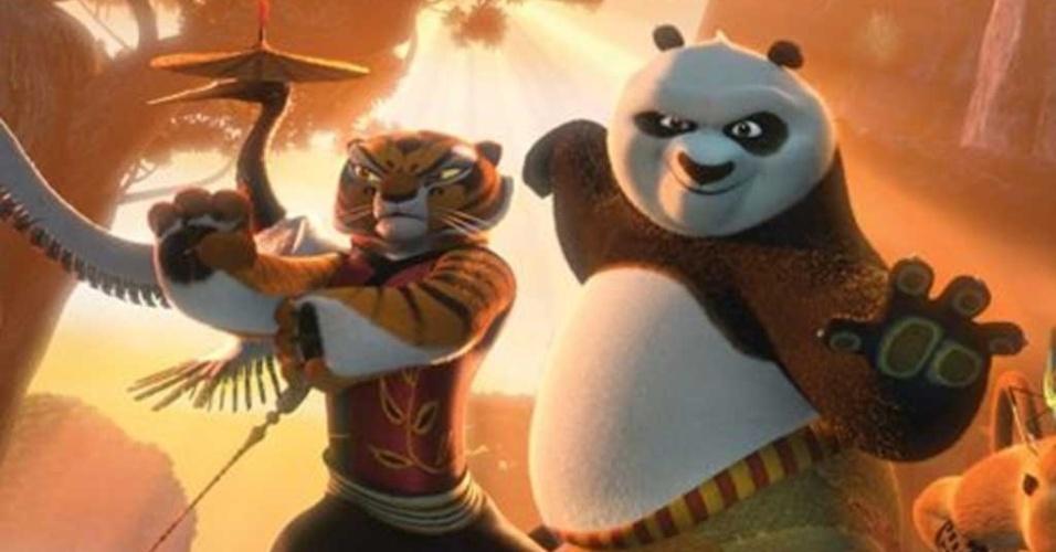 Mestre Tigresa (voz de Angelina Jolie) e o panda Po (voz de Jack Black), em