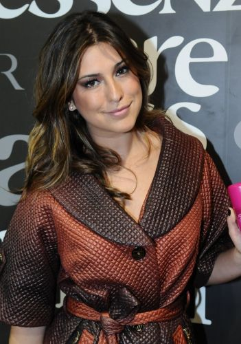Fernanda Paes Leme posa para foto na Beauty Fair, em So Paulo (11/9/11)