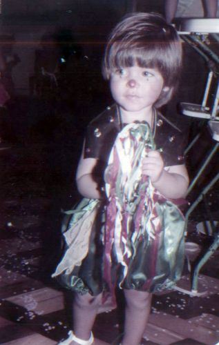 Bruno Gagliasso, aos 2 anos, vestido de palhao no carnaval (1984)