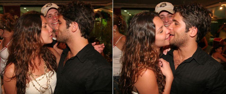 A atriz Camila Rodrigues acompanha o então namorado na inauguração da pizzaria da família de Gagliasso, na Barra da Tijuca (16/11/05)