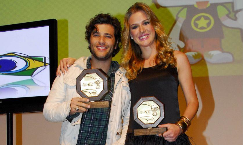 O ator Bruno Gagliasso e a apresentadora Fiorella Mattheis foram homenageados no 8º Prêmio Jovem Brasileiro no Memorial da América Latina, em São Paulo (15/9/2009)