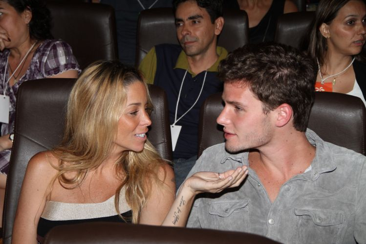 Danielle Winits e o namorado, Jonatas Faro, prestigiam o 16º Búzios Cine Festival, na Região do Lagos, Rio de Janeiro (26/11/2010)