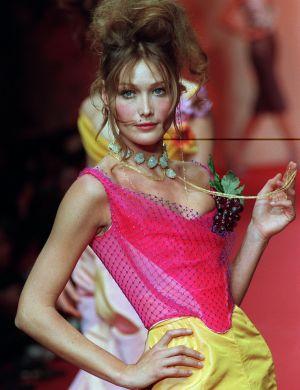 No final dos anos 80, Carla Bruni era uma das modelos mais bem pagas do mundo