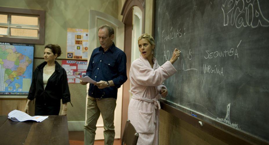 No Projac, Carolina Dieckmann passa o texto e ensaia com os atores José Wilker e Malu Galli, para a novela