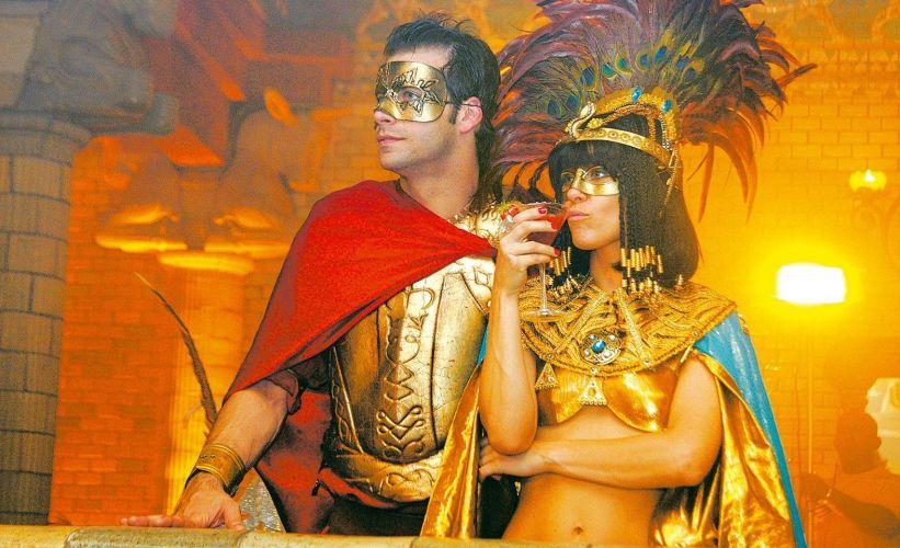 Dieckmann fica de Cleópatra enquanto Henri Casteli é Marco Antônio, durante cena da novela