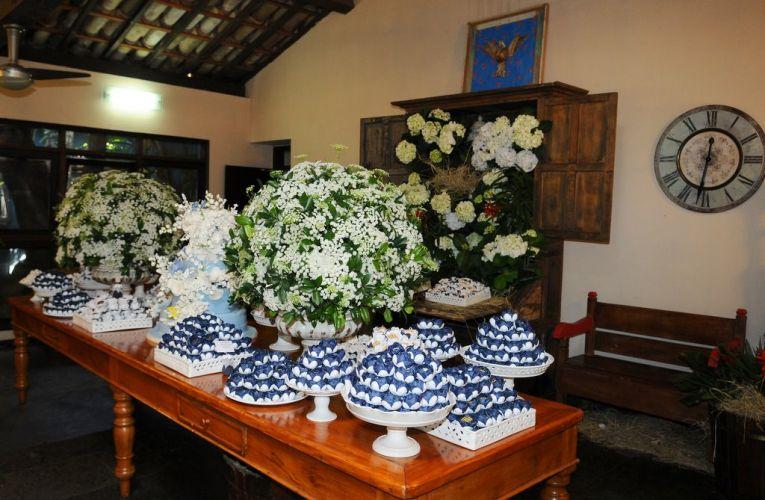 Adriane Galisteu se casa com Alexandre Iódice em uma cerimônia bucólica no interior de São Paulo, no sábado (27). O menu dos adultos foi preparado por Toninho Mariutti, que vai servir, entre outras opções, cuscuz de camarão e carnes variadas (27/11/2010)