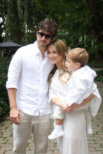 Claudia Leitte chega com a família para o batizado de Vittorio e o casamento de Adriane Galisteu e Alexandre Iódice em Itatiba, interior de São Paulo, na manhã de sábado (27/11/2010)