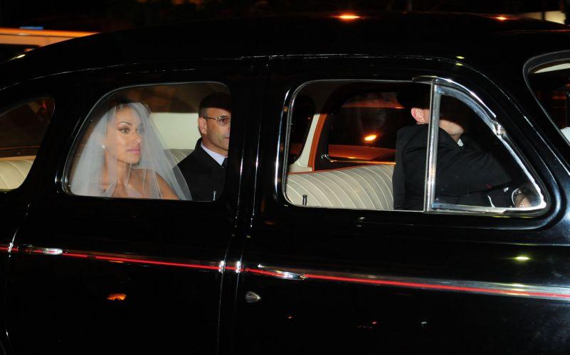 Dani Bolina chega para seu casamento com o modelo Mateus Verdelho, no sábado, em São Paulo (18/12/2010)
