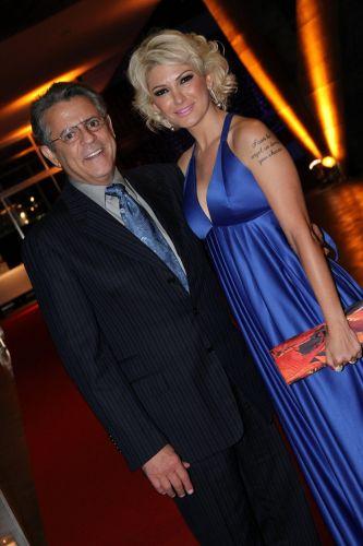 A atriz Antonia Fontenelle chega acompanhada do marido, o ator Marcos Paulo, ao casamento da atriz Lívia Rossy (11/11/11)