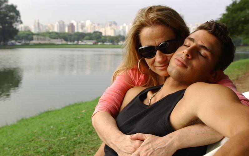 Vera Holtz e Cauã Reymond gravam cena de