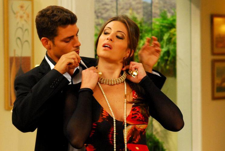 Cauã Reymond grava com Elaine Mickely uma participação no programa