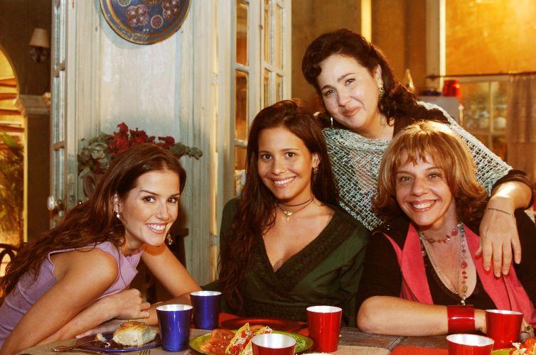 Claudia Jimenez como Consuelo em