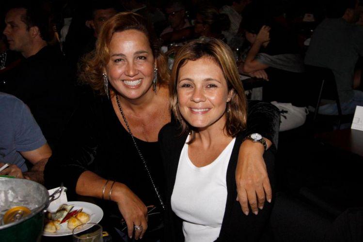 Claudia e Adriana Esteves se encontram no show da cantora Maria Gadú, no Rio (1/5/10)