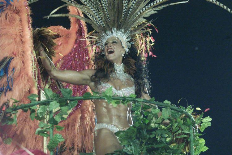 Claudia Raia no desfile da escola de samba Beija-Flor, na Marquês de Sapucaí, no Rio de Janeiro (7/3/00)