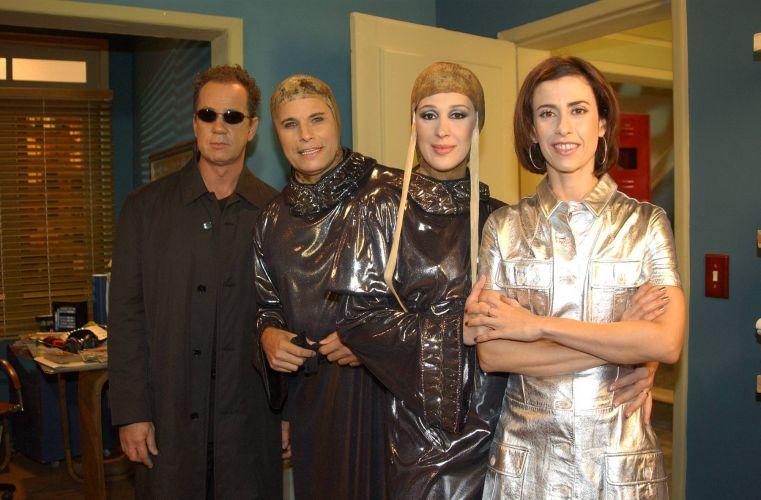 Da esquerda para a direita, Luiz Fernando Guimarães, Edson Celulari, Claudia Raia e Fernanda Torres durante gravação da série