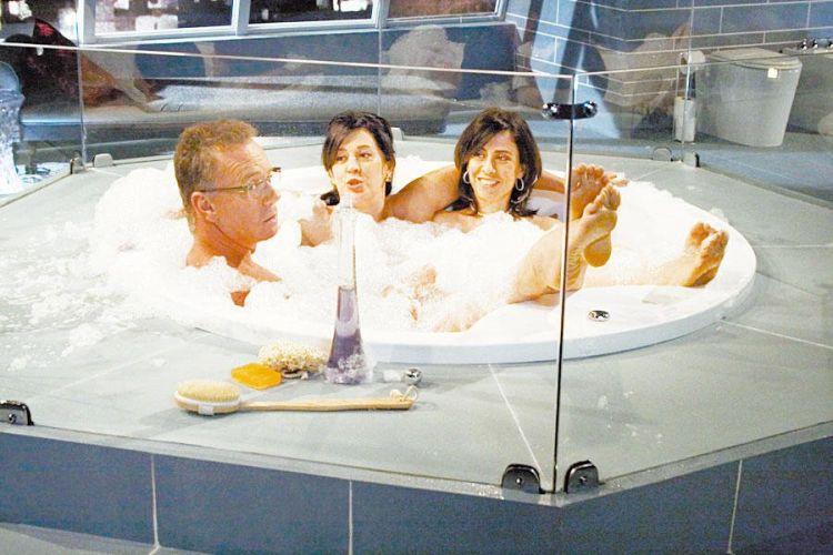 Da esquerda para a direita, Luiz Fernando Guimarães, Claudia Raia e Fernanda Torres durante filmagem de