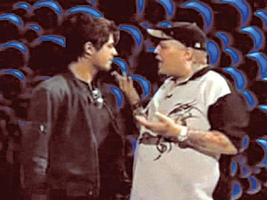 O apresentador João Gordo e o ator Dado Dolabella discutem durante gravação do programa
