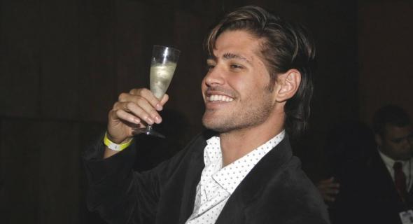 Dado Dolabella brinda aos seus 27 anos durante festa de aniversário em um clube noturno do Rio de Janeiro (20/7/2007)