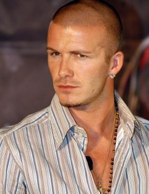 Carequinha e bronzeado, Beckham lança o DVD