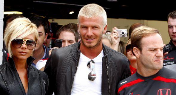 Beckham e Victoria ao lado de Rubens Barichello, no GP de Silverstone (8/7/07)