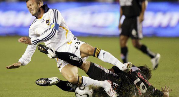 Beckham sofre forte marcação dos adversários (29/8/07)