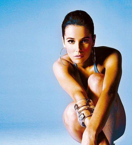 Em março de 2007, Deborah assume o namoro com o jogador de futebol Roger Flores. Ele é o primeiro namorado da atriz após o cantor Falcão (26/9/2007)