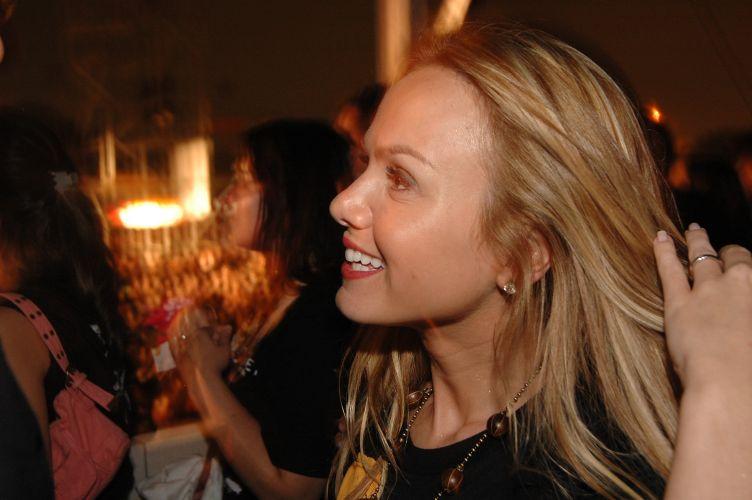 Eliana vai ao show do cantor Jack Johnson, na Arena Anhembi, em São Paulo (7/4/2006). Veja mais sobre a vida de Eliana em seu site oficial
