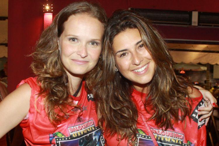 As atrizes Fernanda Rodrigues e Fernanda Paes Leme encontram-se no ensaio técnico do Salgueiro, na Marques de Sapucaí (9/1/2011)