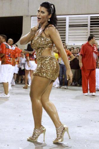 A ex-bbb Priscila desfila no primeiro ensaio técnico de escolas de samba para o Carnaval 2011, na Marques de Sapucaí, no Rio (9/1/2011)