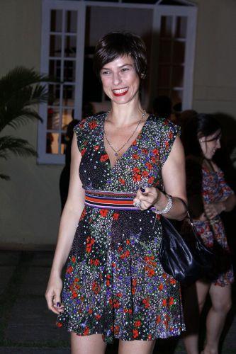 Maria Paula prestigia a estreia da peça