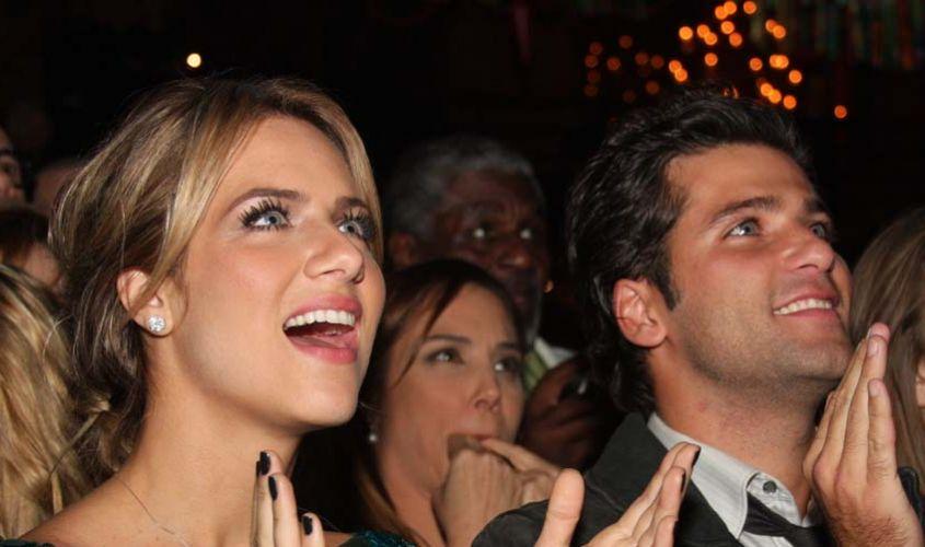 O casal de atores Giovanna Ewbank e Bruno Gagliasso prestigia a festa de lançamento da novela