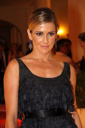 Deborah Secco vive a personagem Natalie Lamour - nascida Batista - uma vice-campeã de um fictício reality show que lhe deu fama nacional, mas breve, na novela