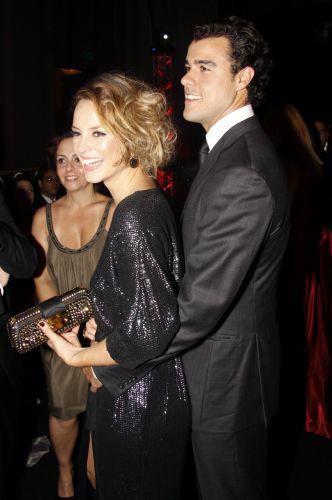Paola Oliveira vai com o namorado, Joaquim Lopes, à festa em comemoração ao lançamento da novela