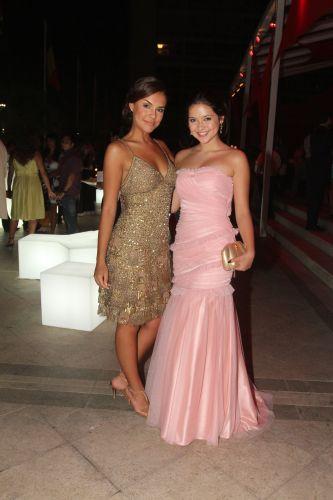 As atrizes Paloma Bernardi e Polliana Aleixo curtem a festa em comemoração ao lançamento da novela