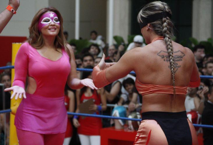 Geisy e Juju se enfrentam em shopping em São Paulo (29/10/2011)