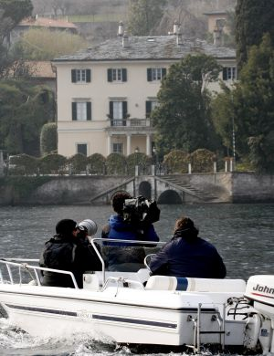 Paparazzi registram casa de George Clooney em Laglio, Itlia (mar/2006)