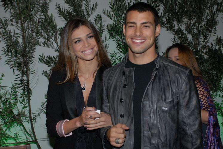 Grazi Massafera acompanha o namorado Cauã Reymond na festa de lançamento de