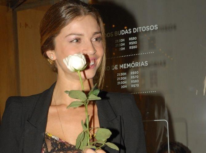 A atriz Grazi Massafera na pré-estreia da peça